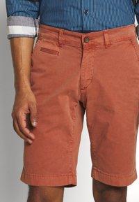 Baldessarini - JOERG - Shorts - metallic red - 3