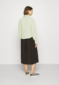 Monki - NALA BLOUSE - Button-down blouse - green dusty light - 2