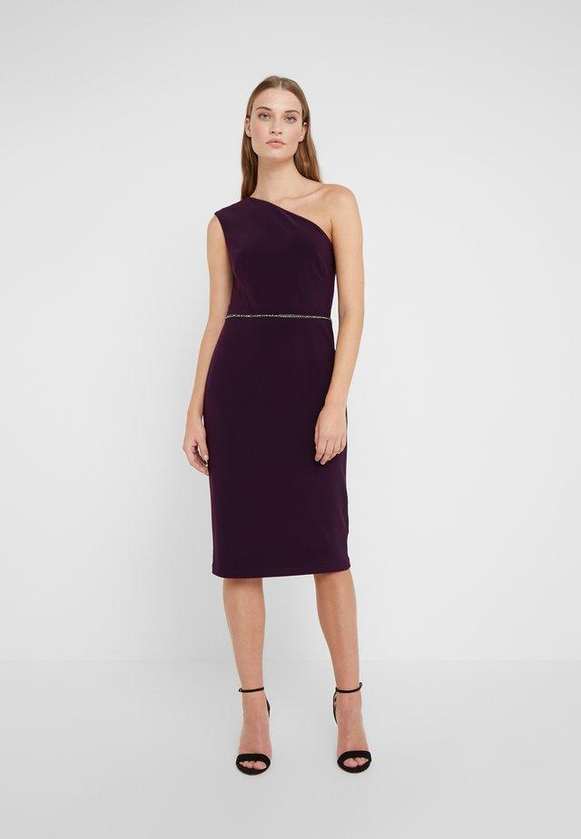 BONDED DRESS - Pouzdrové šaty - raisin