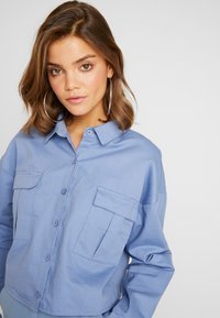 Missguided - CROPPED OVERSIZED UTILITY SHACKET - Denim jacket - blue - 3
