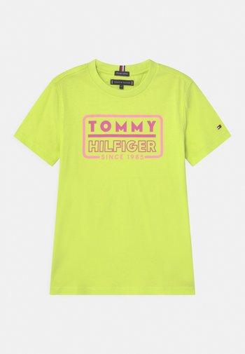 NEON ARTWORK - Print T-shirt - sour lime