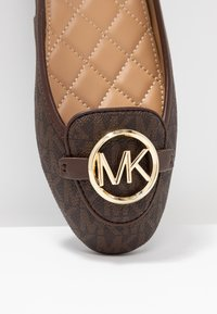 MICHAEL Michael Kors - LILLIE  - Baleriny - brown - 2
