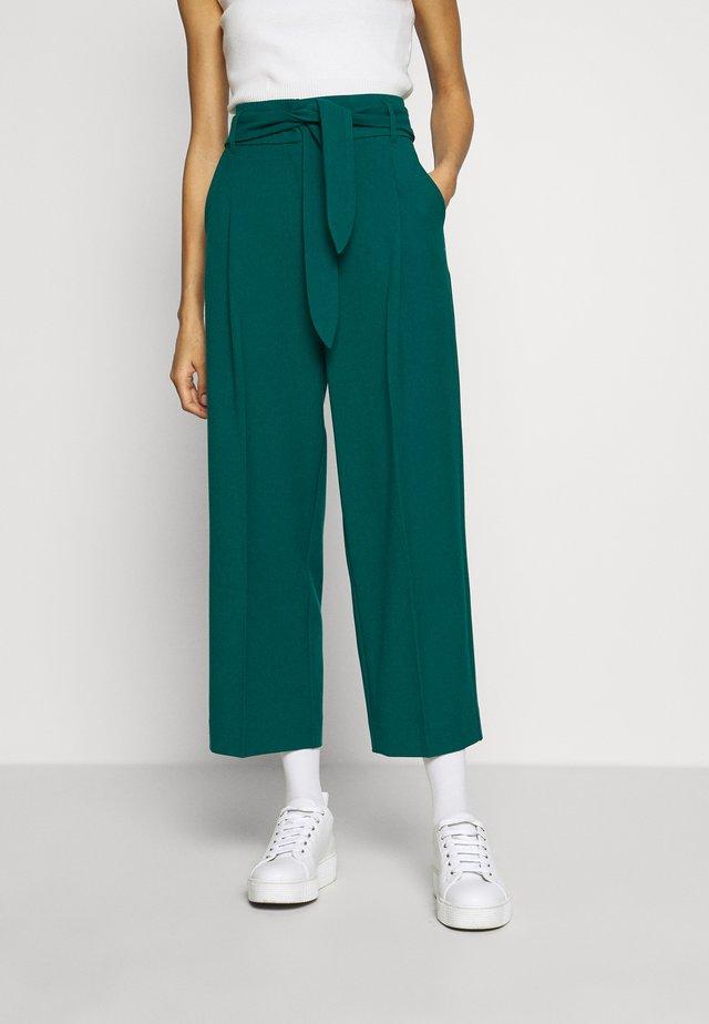 PANTS TUILLERIE - Spodnie materiałowe - para green