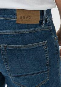 BRAX - STYLE CHRIS B - Denim shorts - authentic blue used - 4