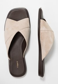 Filippa K - LEONA CROSS - Pantofle - sand - 3