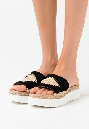 BELITA - Pantofle na podpatku - black