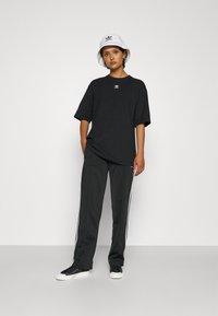 adidas Originals - FIREBIRD TP PB - Träningsbyxor - black - 4