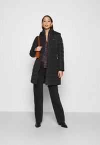 Tommy Jeans - QUILTED COAT - Dunkåpe / -frakk - black - 1