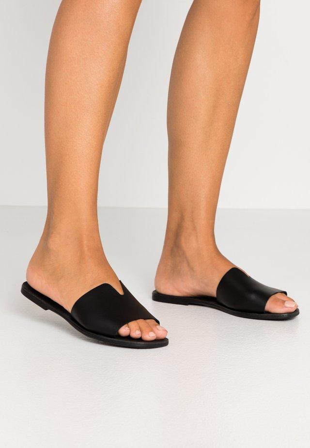 PSNORA - Sandalias planas - black