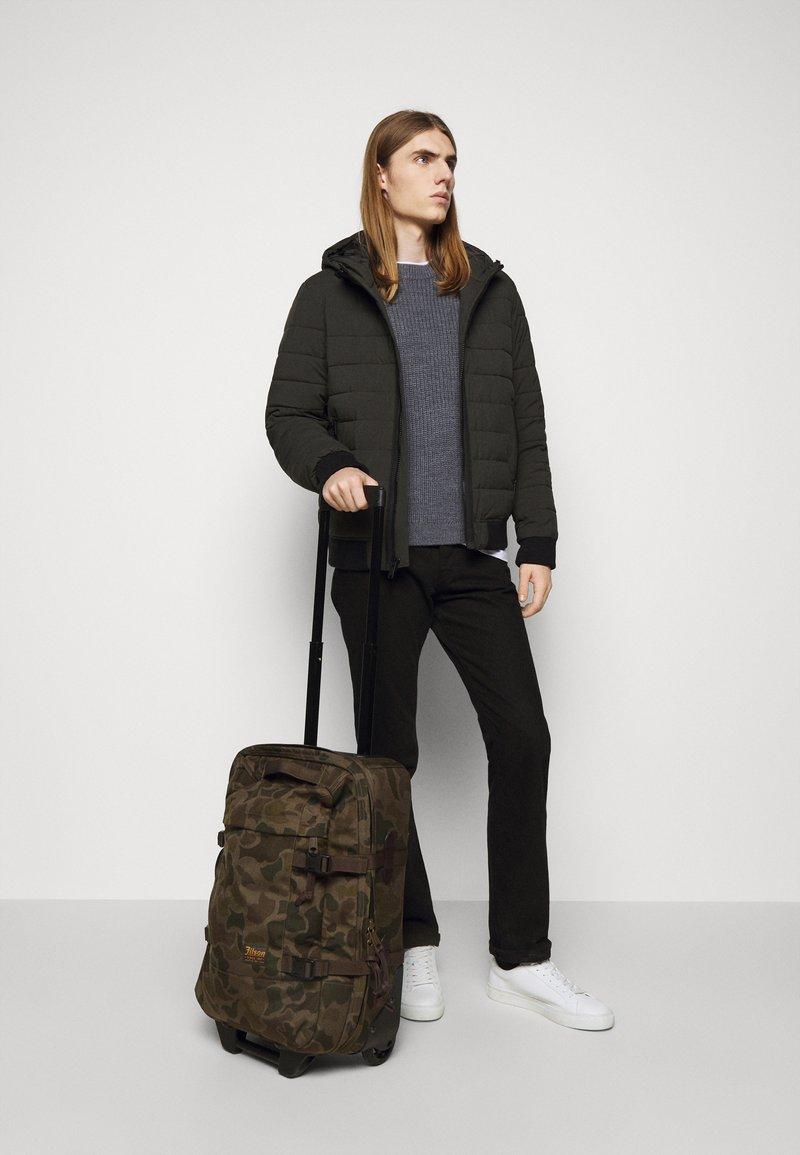 Filson - DRYDEN 2 WHEELED CARRY ON BAG - Wheeled suitcase - mottled olive