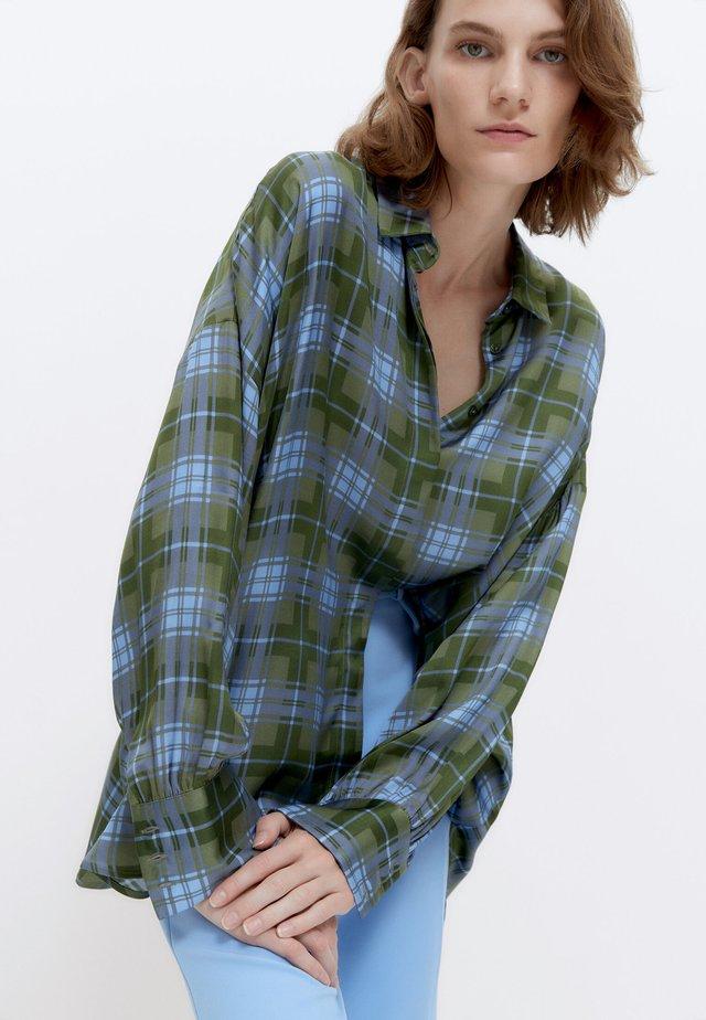 MIT KAROMUSTER  - Button-down blouse - green