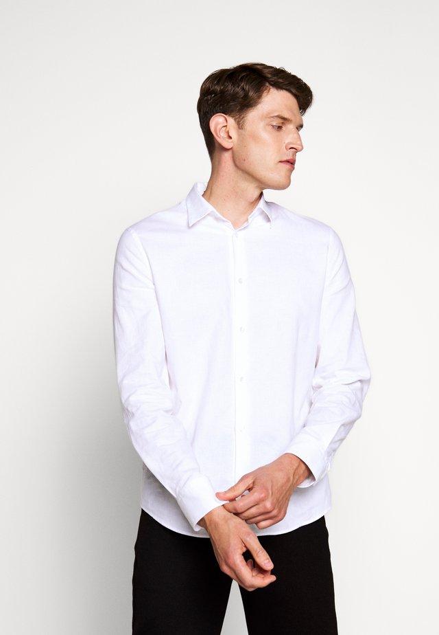 LEWIS - Skjorta - white
