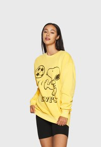 Levi's® - LEVI'S X PEANUTS UNBASIC CREW SWEATSHIRT - Sweatshirt - yellow - 0