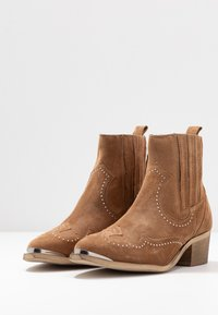 Pavement - RUTH - Cowboy/biker ankle boot - taupe - 4