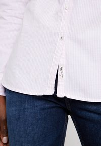 Tommy Hilfiger - HERITAGE REGULAR FIT - Button-down blouse - rose - 4