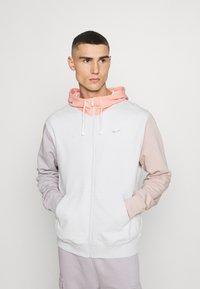Nike Sportswear - HOODIE - Zip-up hoodie - vast grey/pink quartz - 0