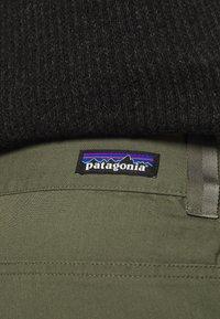 Patagonia - VENGA ROCK SHORTS - Sportovní kraťasy - industrial green - 5