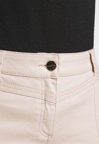 comma - Spodnie materiałowe - sand - 4