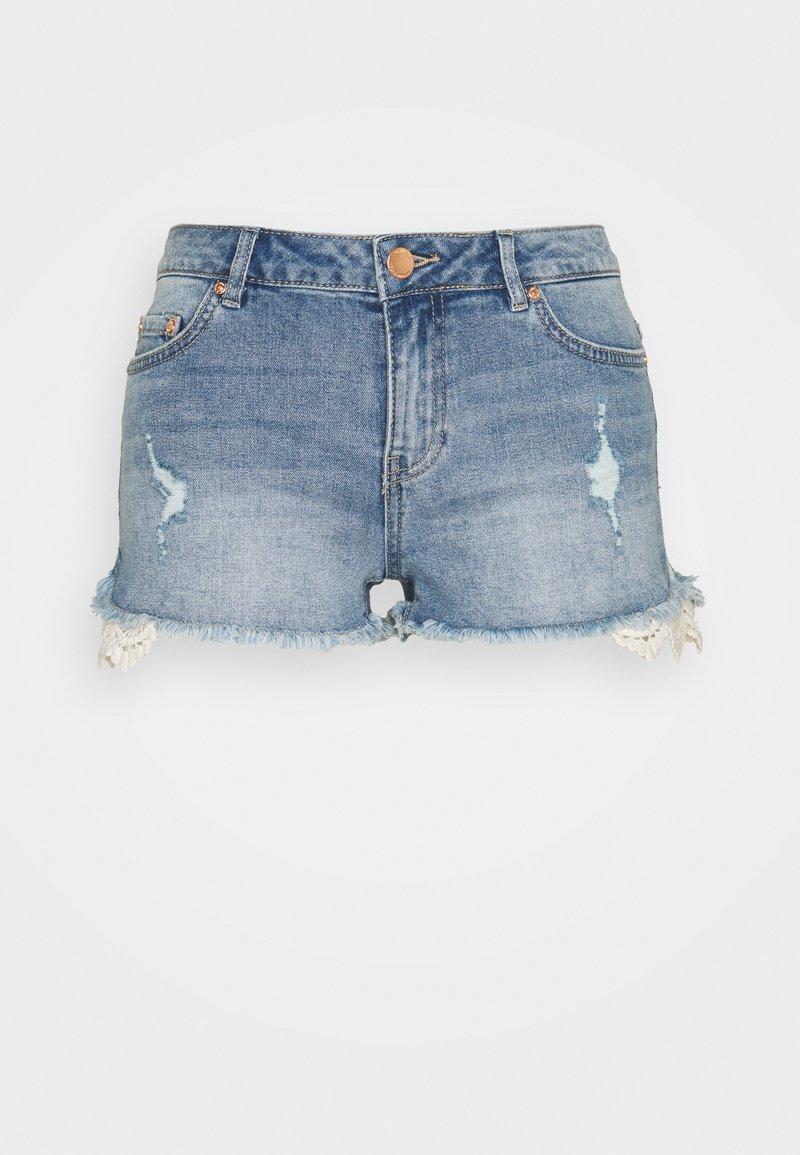 ONLY Petite - ONLCARMEN LIFE REG  - Shorts di jeans - medium blue denim