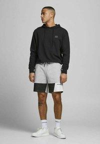 Jack & Jones - Shorts - light grey melange - 1
