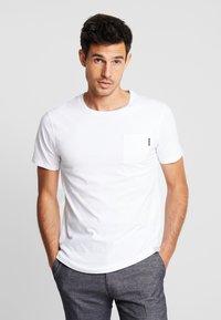 Scotch & Soda - POCKET TEE - T-shirt basic - white - 0