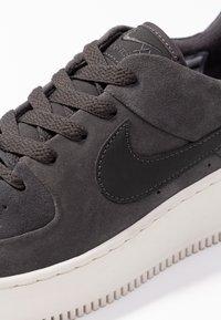 Nike Sportswear - AIR FORCE 1 SAGE - Sneakers laag - night stadium/phantom - 2