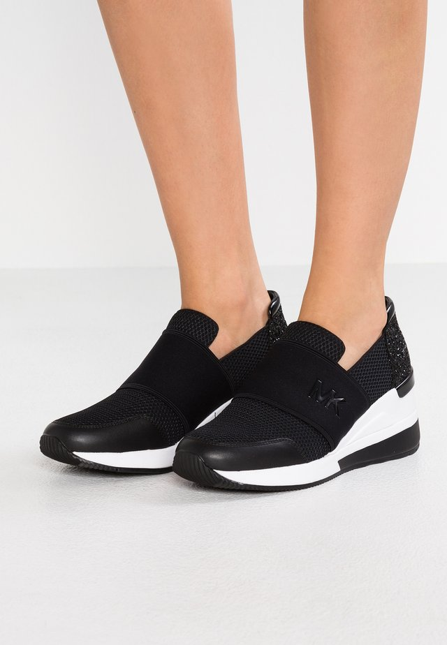 FELIX TRAINER - Loaferit/pistokkaat - black