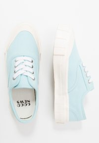Good News - ACE - Baskets basses - baby blue - 1