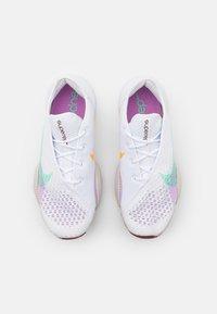 Nike Performance - AIR ZOOM SUPERREP 2 - Zapatillas de entrenamiento - white/green glow/bronze eclipse/violet shock/light bone/laser orange - 3