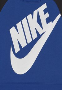 Nike Sportswear - OVERSIZED FUTURA CREW SET - Chándal - game royal/black/white - 3