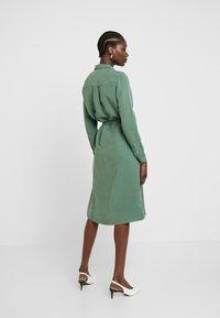 AMOV - CORA SPIRIT DRESS - Sukienka koszulowa - bottle green - 2