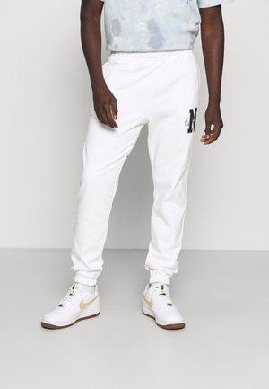 RETRO PANT - Pantaloni sportivi - white