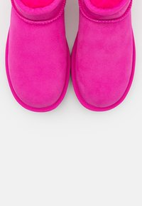 UGG - CLASSIC ULTRA MINI - Boots à talons - rock rose - 5