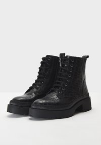 Inuovo - Platform ankle boots - black croco obl - 3