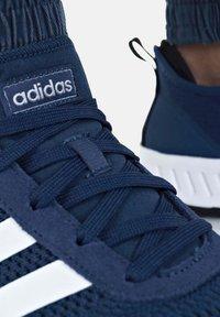 adidas Originals - PHOSPHERE - Trainers - dunkelblau - 3