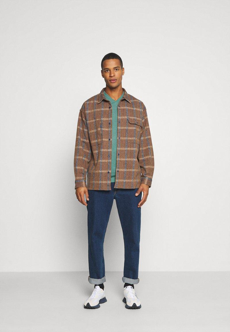 Burton Menswear London - SHORT SLEEVE V NECK 3 PACK - Basic T-shirt - navy/light grey