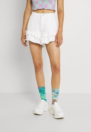 VINTAGE PICNIC RUFFLE SHORT - Denim shorts - white