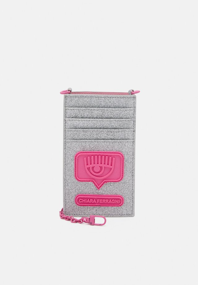 EYELIKE GLITTER IPHONE CASE BAG - Wallet - silver