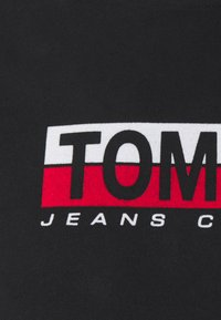 Tommy Jeans - CONTRAST UNISEX - Camiseta estampada - black - 2