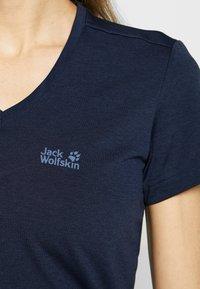 Jack Wolfskin - CROSSTRAIL WOMEN - Jednoduché triko - midnight blue - 5