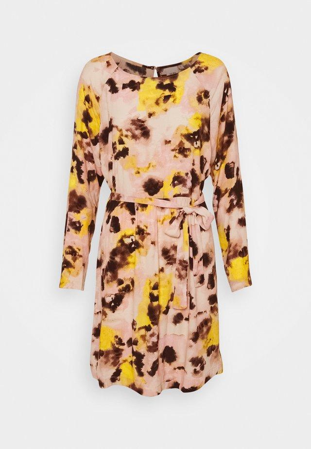 IHVAUNA - Denní šaty - super lemon