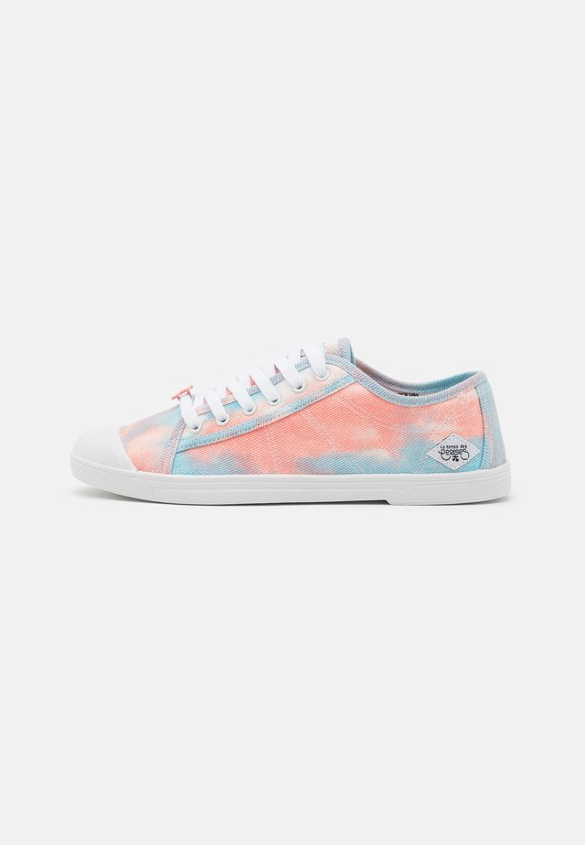 BASIC - Sneakers laag - confetti