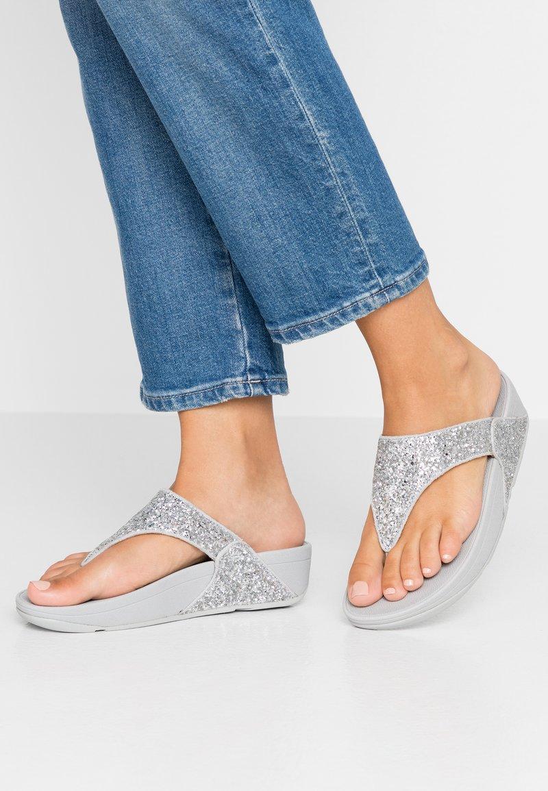 FitFlop - LULU GLITTER TOE THONGS - Sandalias de dedo - silver