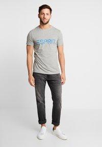 Esprit - NEW ICON - T-shirt z nadrukiem - medium grey - 1