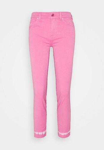 ROXANNE ANKLE COLLEFHAN - Jeans Skinny Fit - pink