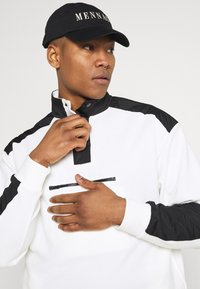 Mennace - LOOPBACK FUNNEL NECK OVERHEAD - Sweatshirt - white - 3