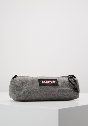 BENCHMARK SINGLE - Wash bag - sunday grey