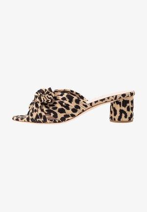 EMILIA PLEATED KNOT MULE - Pantofle na podpatku - tan