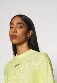 Nike Sportswear - T-shirt imprimé - light zitron/black - 3