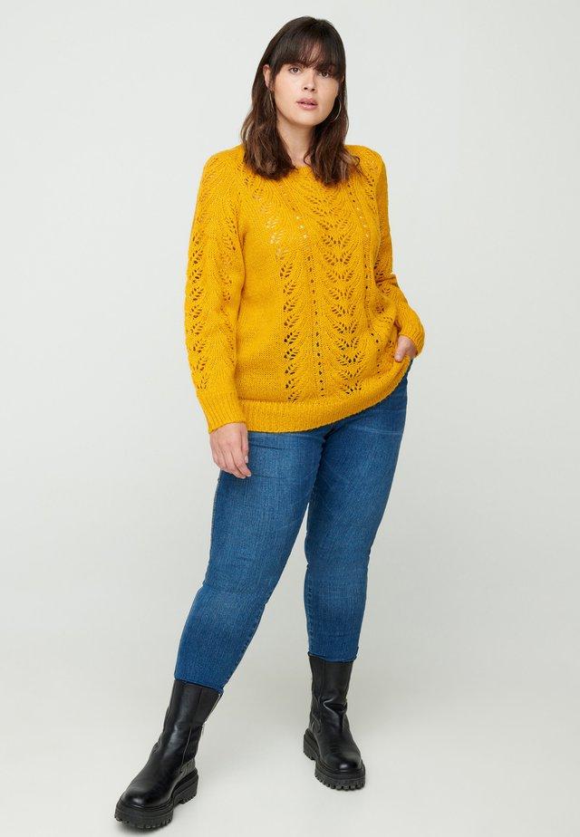 FEMININE PATTERN - Sweter - curry yellow